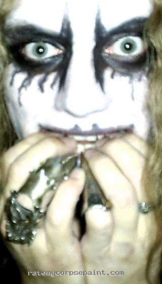 """Om jag håller händerna vid munner förstärker det den teatraliska ton jag har i min """"jag är helt tokig-min""""!"""